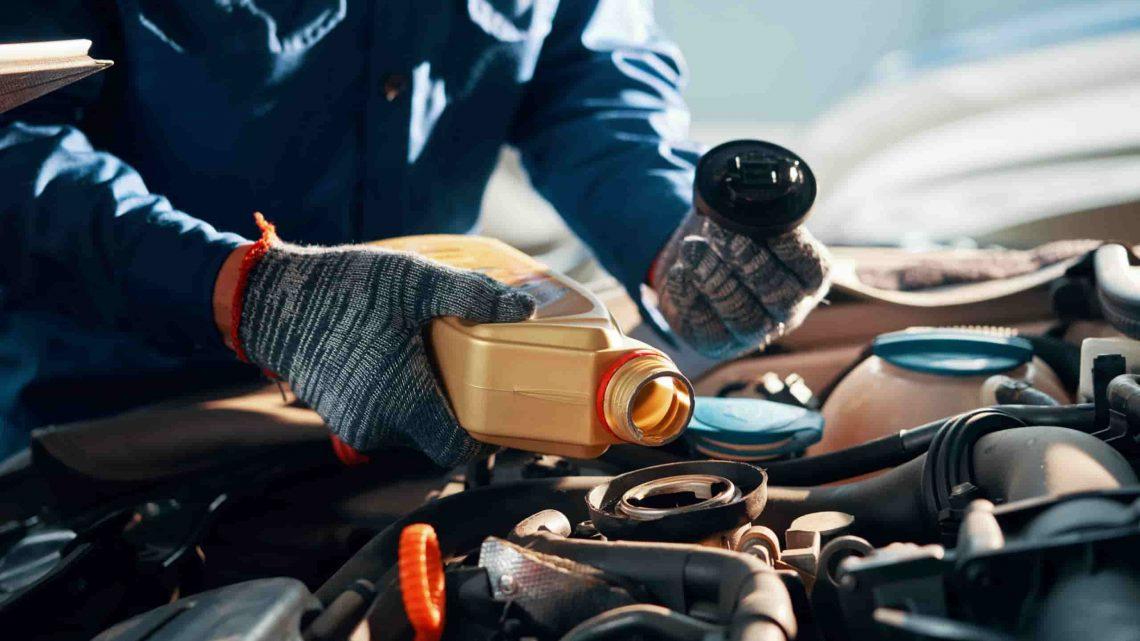 Quel est le rôle de l'huile dans le fonctionnement d'un moteur?