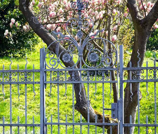 Découvrez les différentes types de portails pour votre jardin